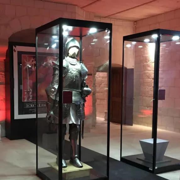 Plongée dans les mythes et légendes de la forteresse de Chinon