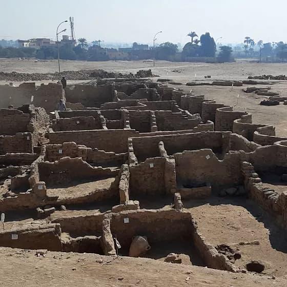 Des archéologues découvrent « la plus grande ville antique » d'Égypte près de Louxor