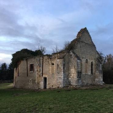 Un Berruyer au chevet de la chapelle templière de Brécy, construite au XIIIᵉ siècle
